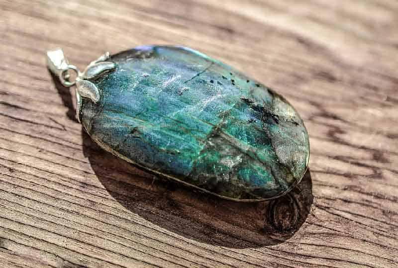 سنگ لابرادوریت هر آنچه که باید درباره سنگ لابرادوریت بدانید